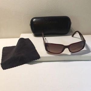 Chanel Sunglasses 5115-Q, Medium Havana used
